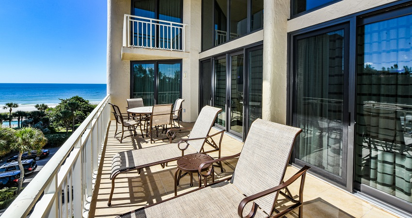 Veranda Beach Club of Longboat, penthouse dining room with view of the Gulf of Mexico